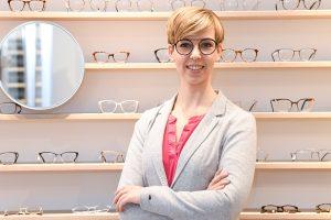 Lara Tilleke in ihrem Landengeschäft Brillenliebe in Bielefeld